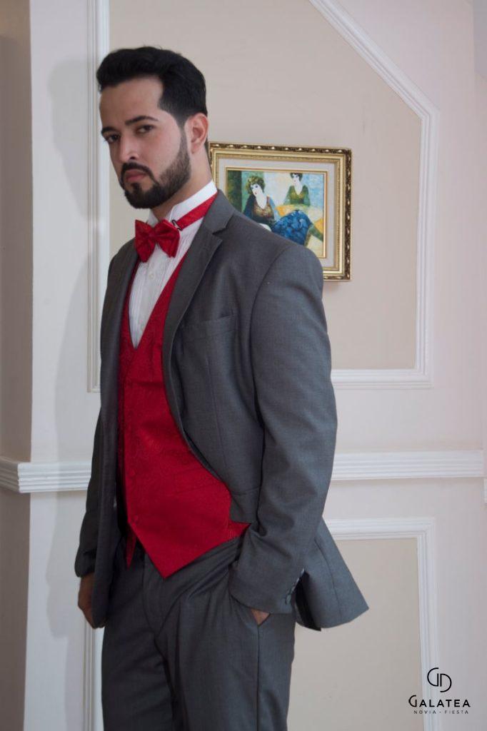 Alquiler de trajes para hombre con chaleco y corbatín