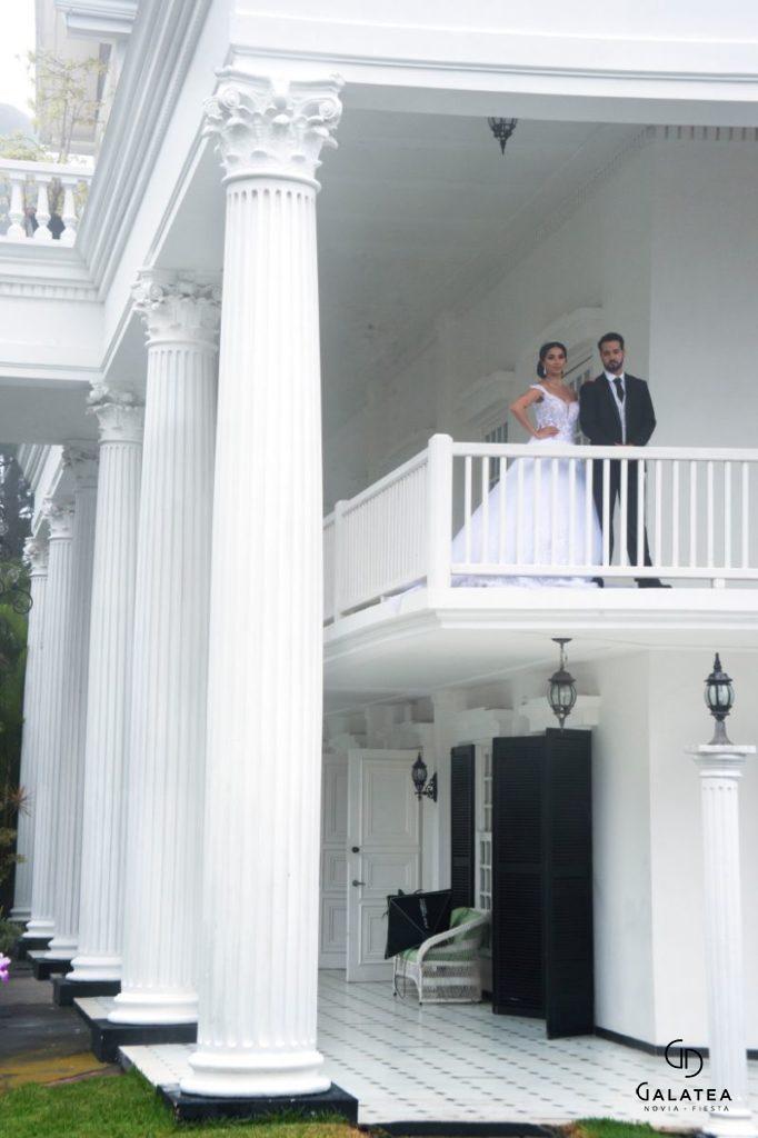 Novio y novia en la ceremonia